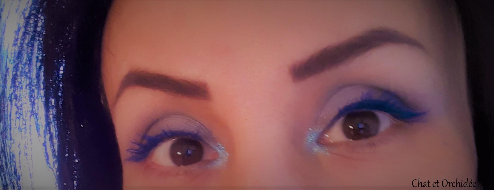 mascara bleu